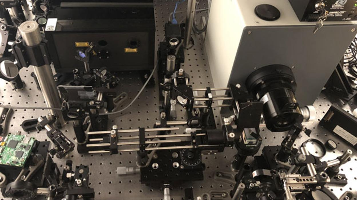 ¡Cámara captura rayo de luz a cámara lenta con 10 billones de fps!