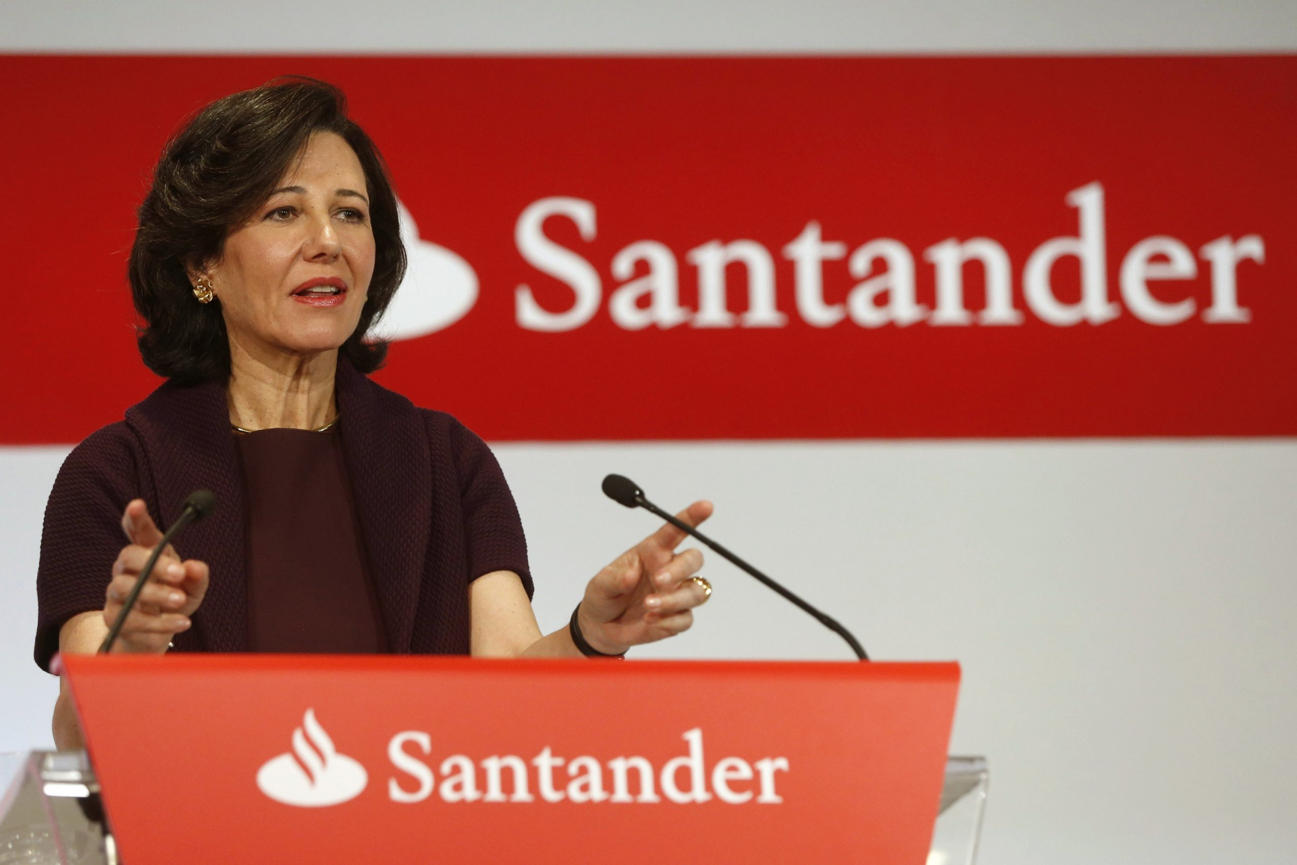 Santander despedirá 1,270 empleados por la banca en línea