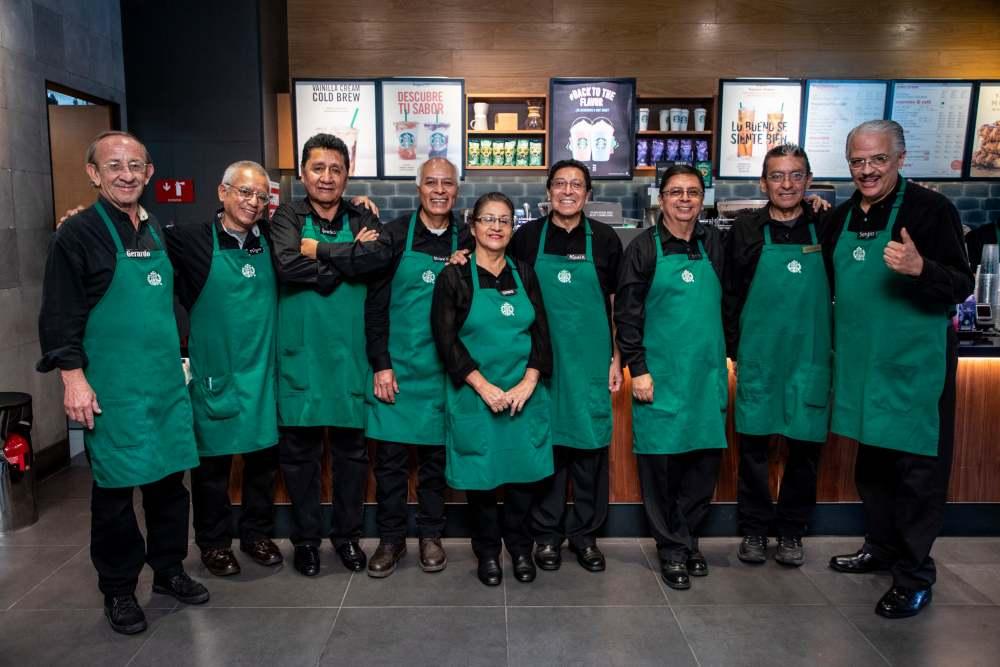 Starbucks inauguró segunda cafetería operada por adultos mayores 2