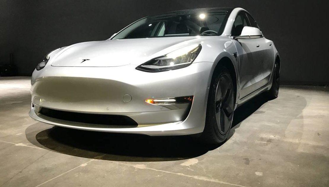 Tesla te regala un Model 3 si logras hackearlo