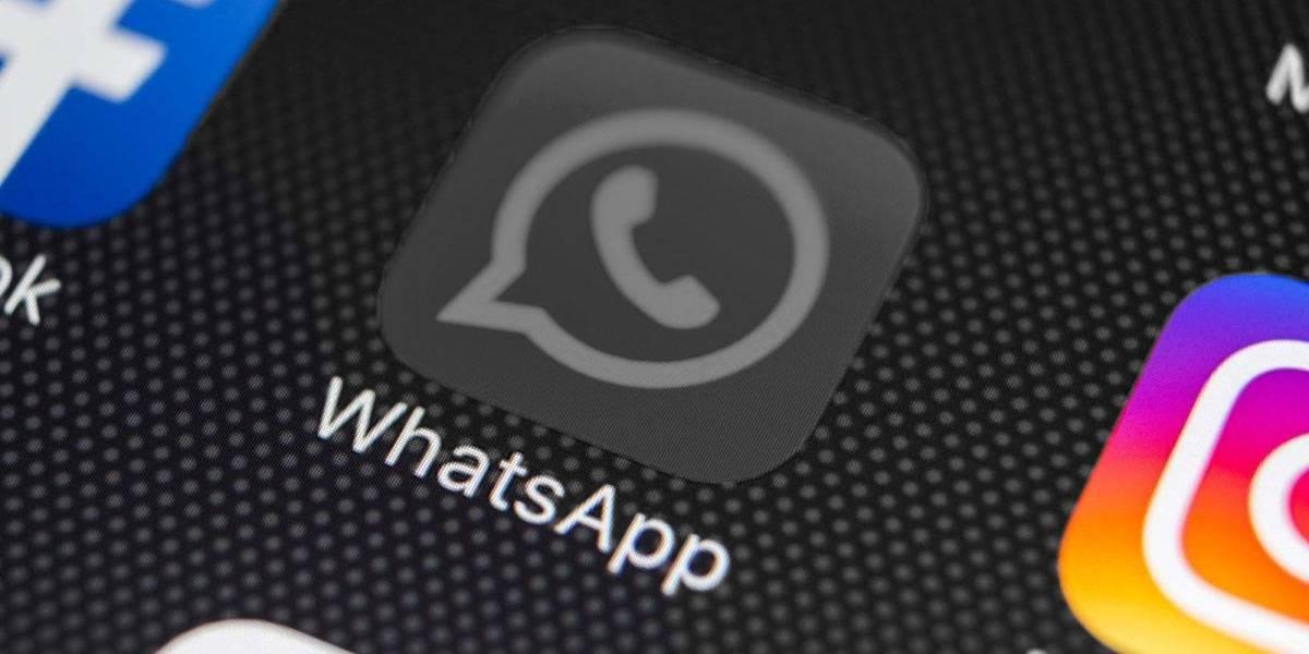 """Así se ve el """"modo oscuro"""" de WhatsApp"""