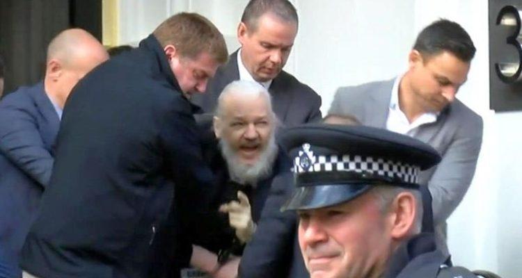 Arrestan a Julian Assange fundador de WikiLeaks 2