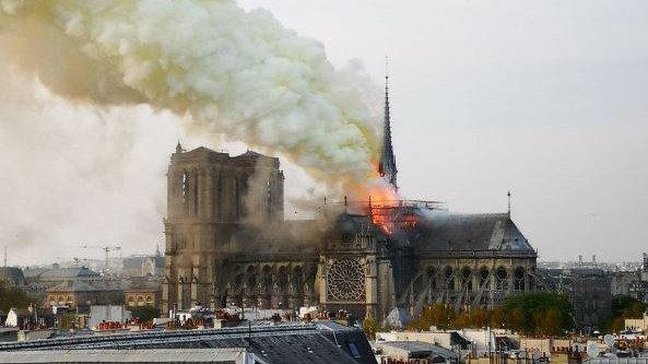 Se ha incendiado la catedral de Notre-Dame en París