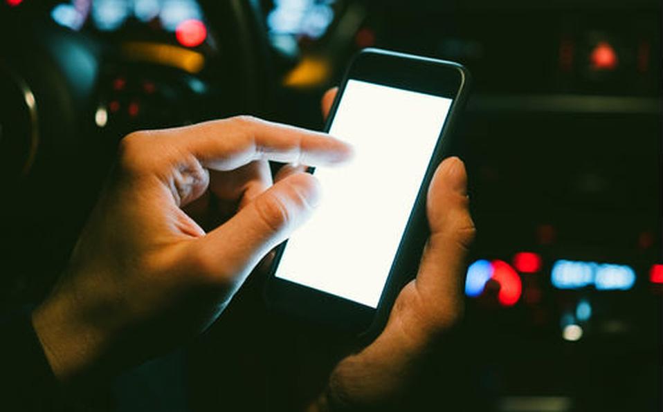 En México ya es ilegal revisar los mensajes o correos de tu pareja