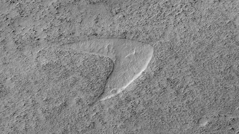 Descubren un gran cráter en Marte (y algo muy parecido al logo de Star Trek)
