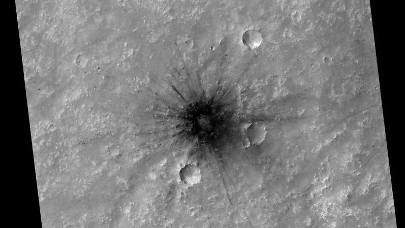 Descubren un gran cráter en Marte (y algo muy parecido al logo de Star Trek) 2