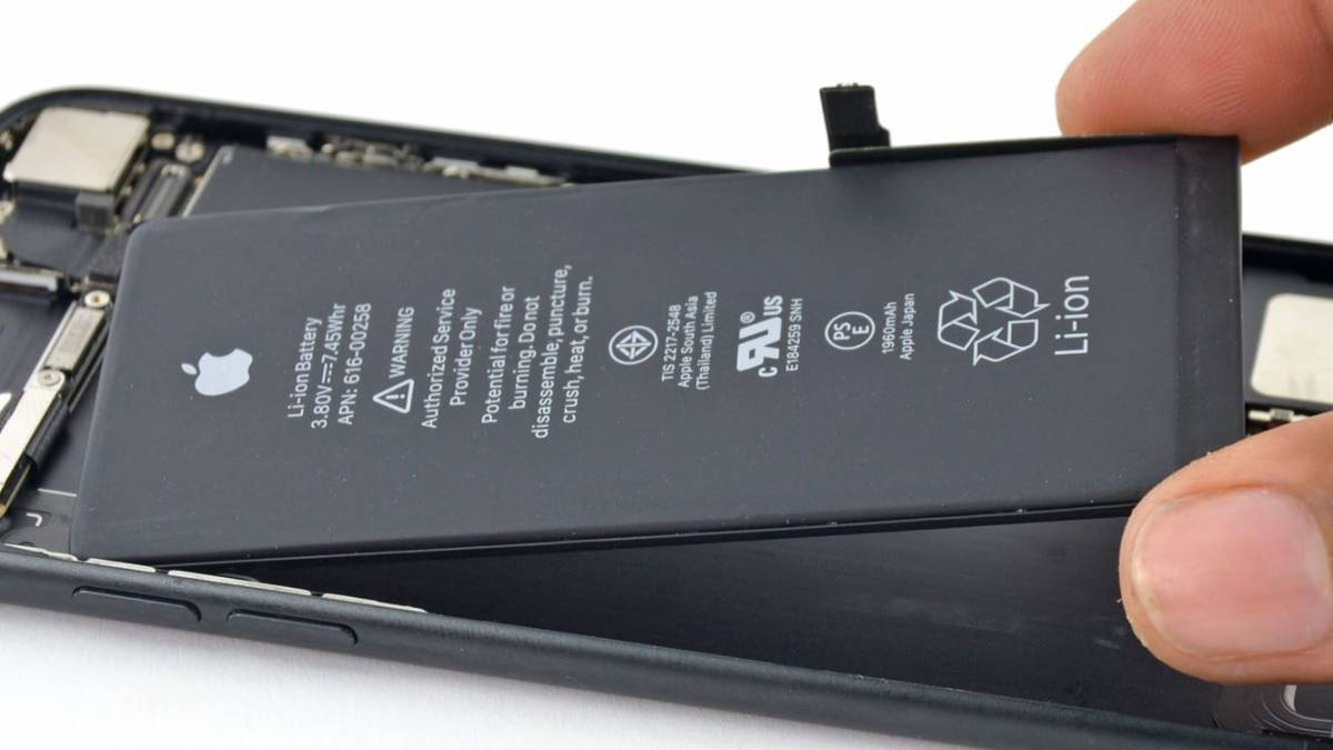 Apple bloqueará baterías de iPhone que sean cambiadas por terceros