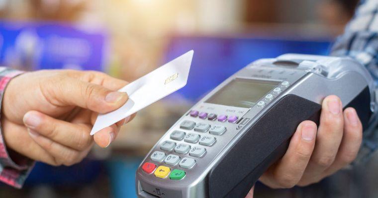 Condusef pide revisar estados de cuenta tras falla en pagos con tarjetas