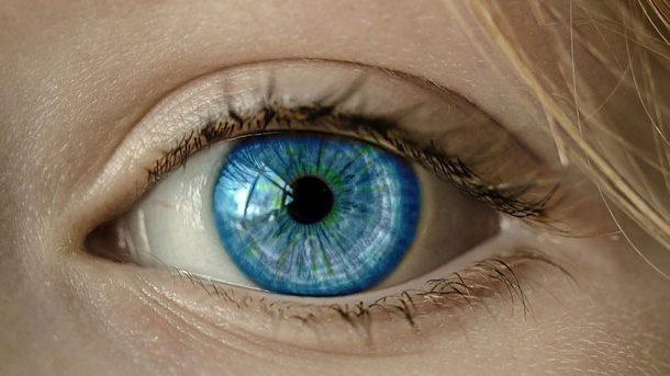 Crean lentes de contacto que hacen zoom al parpadear