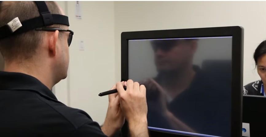 Un implante logra enviar imágenes rudimentarias al cerebro de personas ciegas