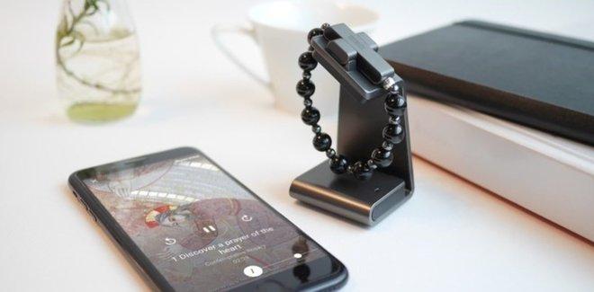 El Vaticano pone a la venta un 'Rosario' inteligente para poder rezar con el móvil