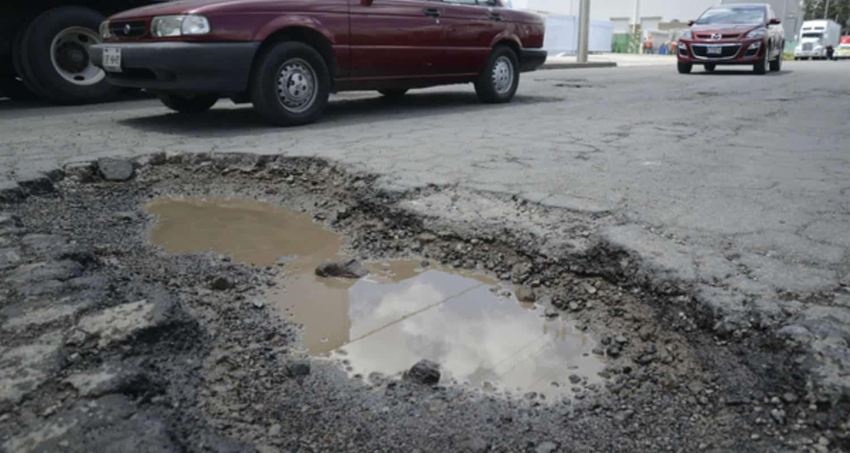 Mexicano crea pavimento que se regenera solo, ¡adiós baches!