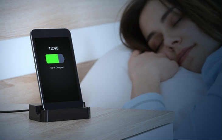 ¿Es malo cargar el celular toda la noche?