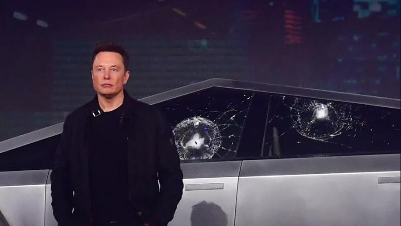 Elon Musk explica por qué los cristales de la Cybertruck se rompieron