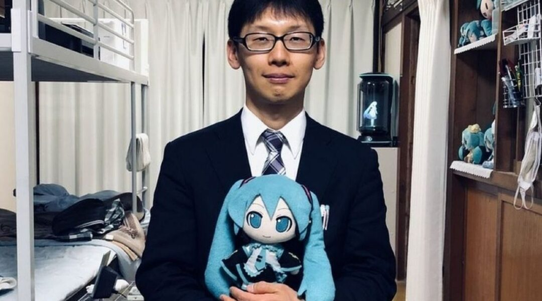 Hombre japonés perderá a su esposa holográfica por actualización de sistema
