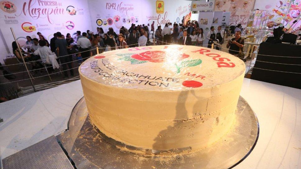 México rompe Record Guinness con mazapán gigante