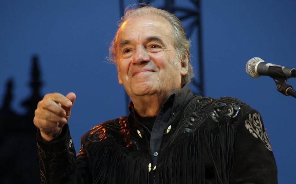 Fallece el cantautor mexicano Óscar Chávez a los 85 años
