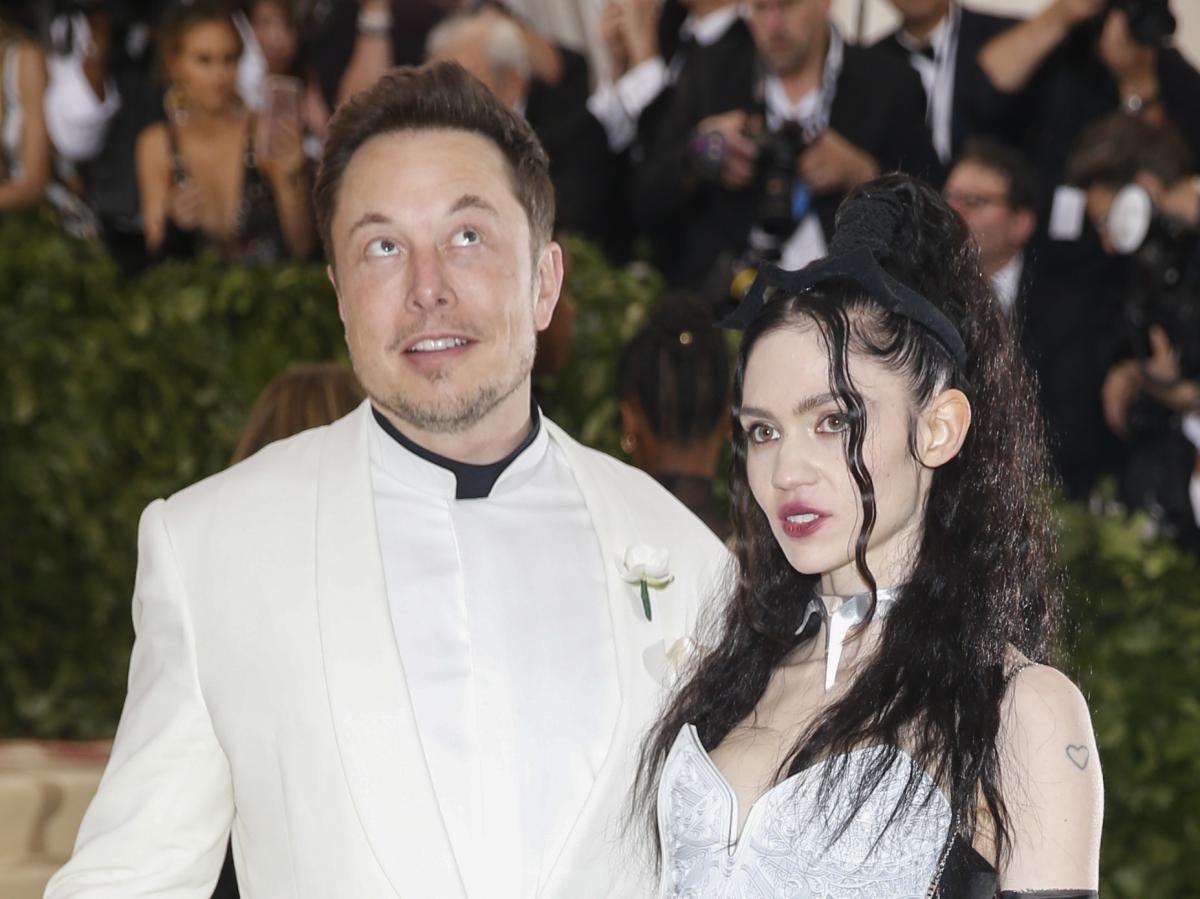 Grimes esposa de Elon Musk explica el significado del extraño nombre de su nuevo bebe