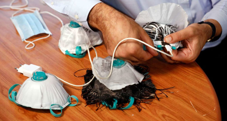 Crean cubrebocas que elimina el coronavirus gracias a un cargador USB