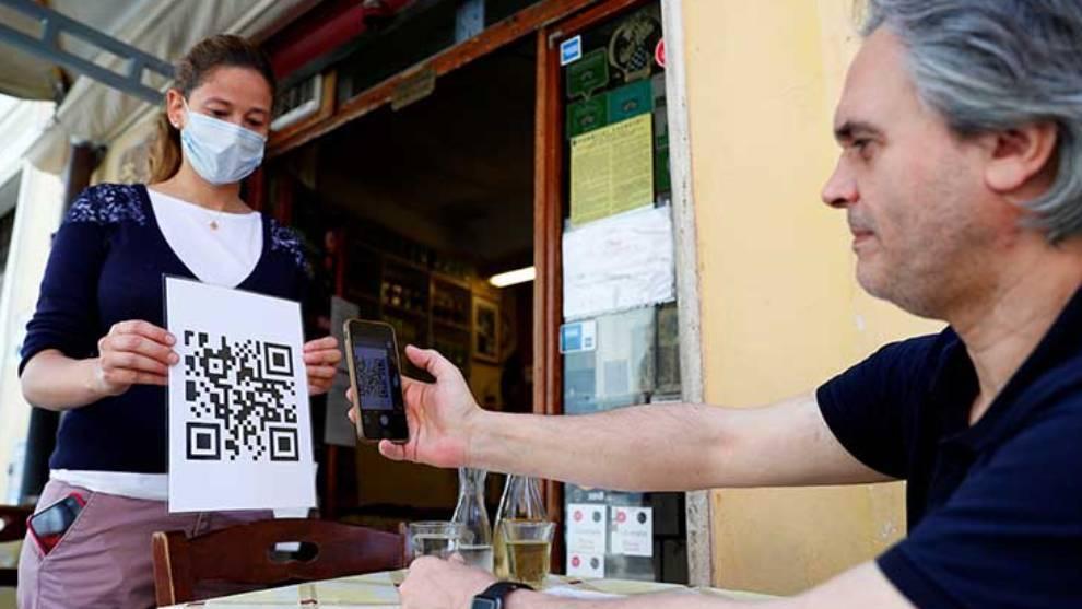 """Restaurantes utilizan códigos QR para tener """"cero contacto"""" con clientes"""