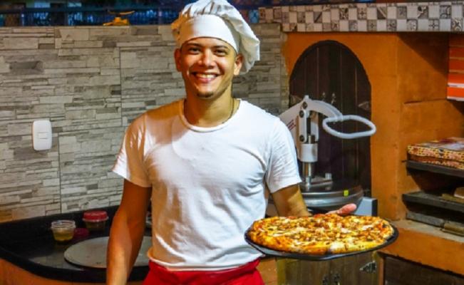 Un pizzero gana dinero comprándose pizzas a sí mismo en una app