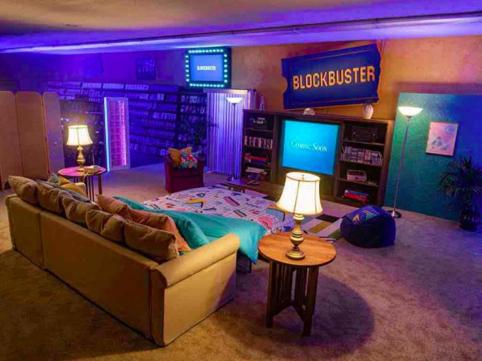 Puedes pasar una noche en el último Blockbuster del mundo con AirBnB.