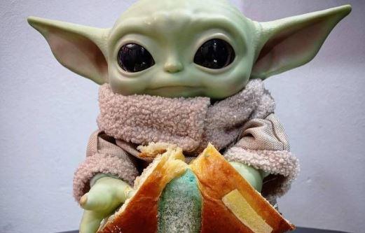 Conoce la Rosca de Reyes Galáctica con muñecos de Baby Yoda