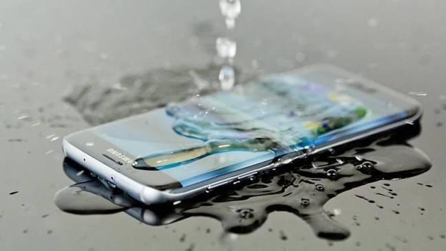 Certificación IP: la protección de tu smartphone contra el agua y polvo