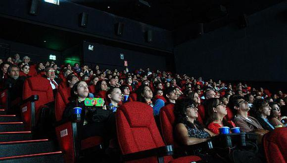 México prohíbe películas dobladas, cines exhibirán películas con subtítulos